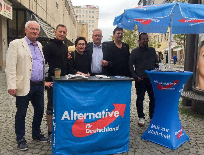 Gera, AfD-Stand in der Innenstadt mit Dieter Laudenbach (Mitte rechts)