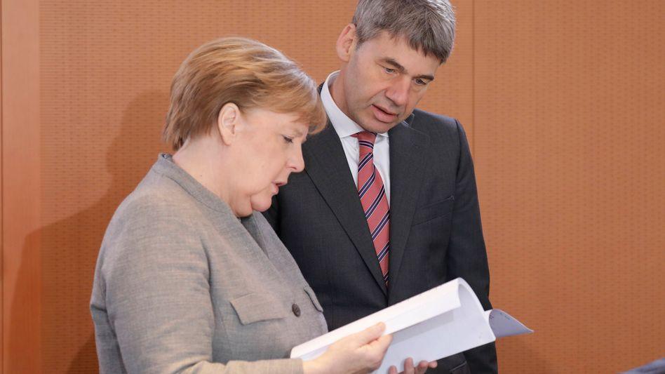 Merkel und ihr außenpolitischer Berater Jan Hecker