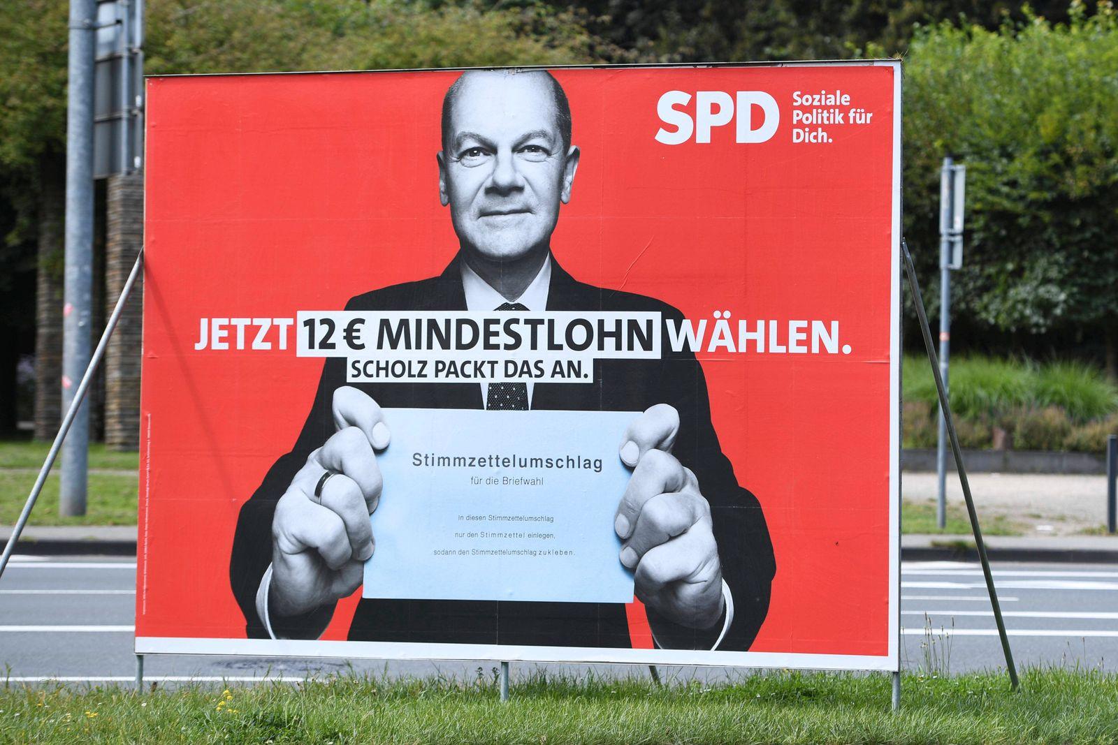 Wahlplakate - Bundestagswahl 2021 am 12.08.2021 in Oberhausen Ein Wahlplakat der SPD ( Sozialdemokratische Partei Deutsc