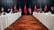 Erstes Treffen der USA mit China – und sofort gibt es offenen Streit
