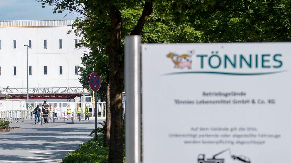 Die Tönnies-Mitarbeiter in Rheda-Wiedenbrück müssen in Quarantäne
