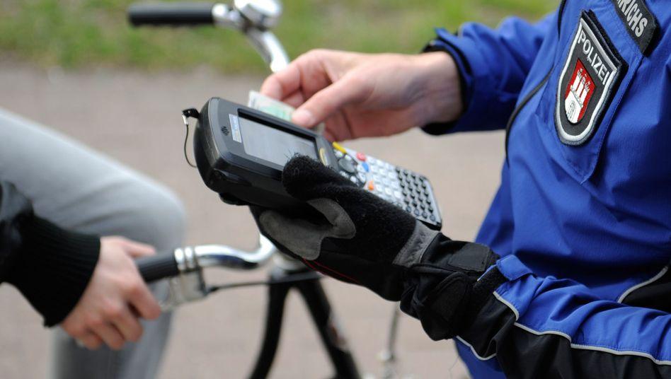 Bußgeldrechner: Diese Strafen drohen Rüpel-Radlern
