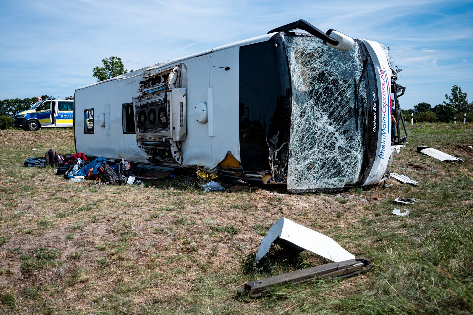 Reisebus verunglückt auf A13 - mehrere Verletzte