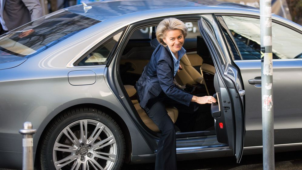 Ursula von der Leyen: Erste deutsche Verteidigungsministerin
