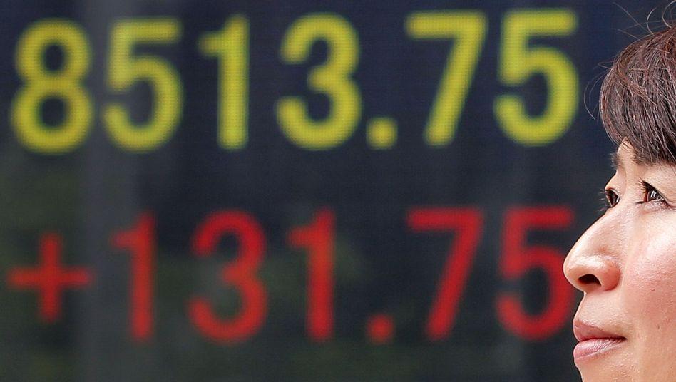 Börse in Tokio (Archivbild): Anleger schauen nun auf die Wahl in Griechenland