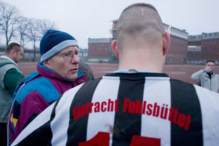 Trainer Mewes, Spieler von Eintracht Fuhlsbüttel