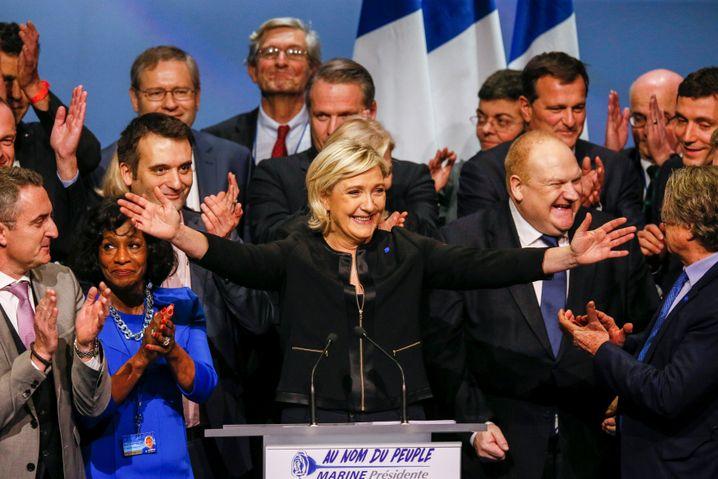 """Marine Le Pen : """"""""Möglich, weil die Kolonialgeschichte nicht richtig aufgearbeitet wurde"""""""