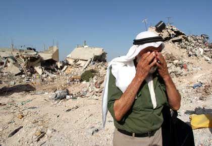 Dschenin: Ein Palästinenser weint vor Ruinen im Flüchtlingslager