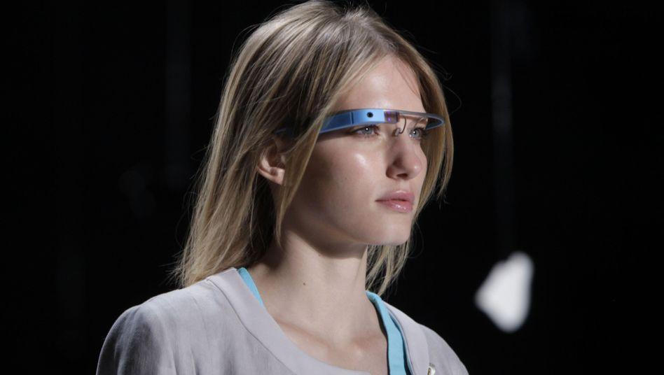 Google Glass bei einer Werbeveranstaltung: Patent für virtuelle Tastatur eingereicht