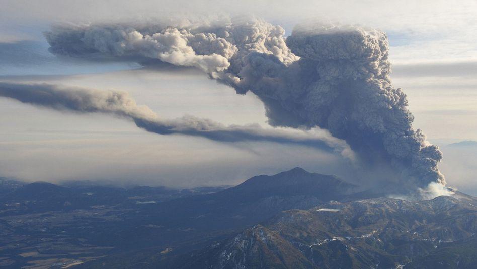 Aktiver Vulkan: Aschewolke verdunkelt Japans Süden