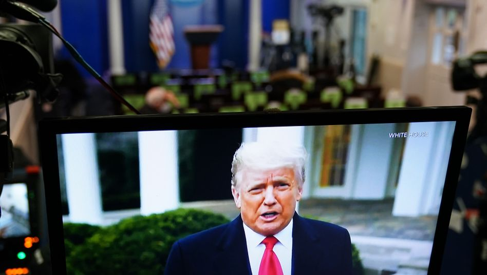 Er sei schockiert und traurig über die »Katastrophe«, die sich im Kapitol ereignet habe, sagte Trump in dem Clip