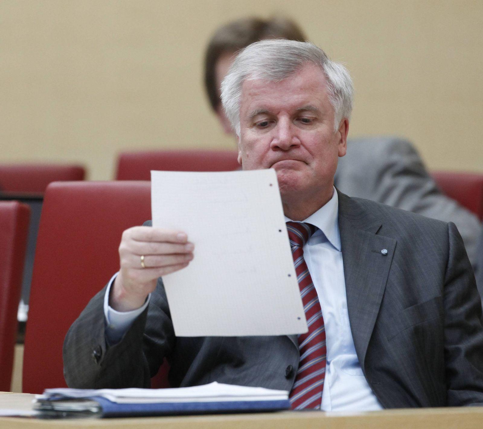 NICHT VERWENDEN Seehofer will BayernLB moeglichst schnell los werden