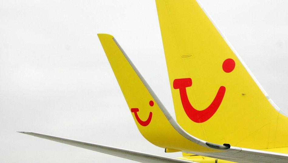 Flügel eines TUIfly-Flugzeugs: Stark vor allem bei Strecken nach Italien und Österreich