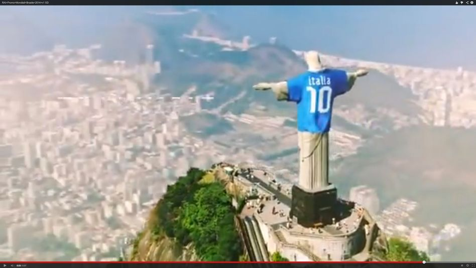 Screenshot aus Rai-Clip: Christus als Italien-Fan