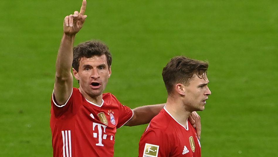 Thomas Müller (links) und Joshua Kimmich werden wohl noch maximal viermal als Bayernspieler unter Hansi Flick auflaufen