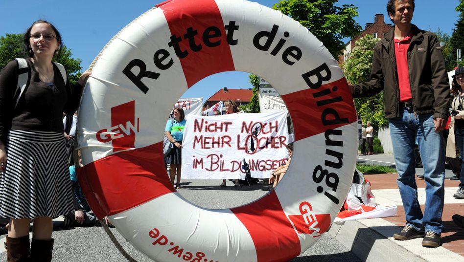 Lehrer-Demo in Kiel (Juni 2010): Lehrer dürfen für Streiks nicht bestraft werden