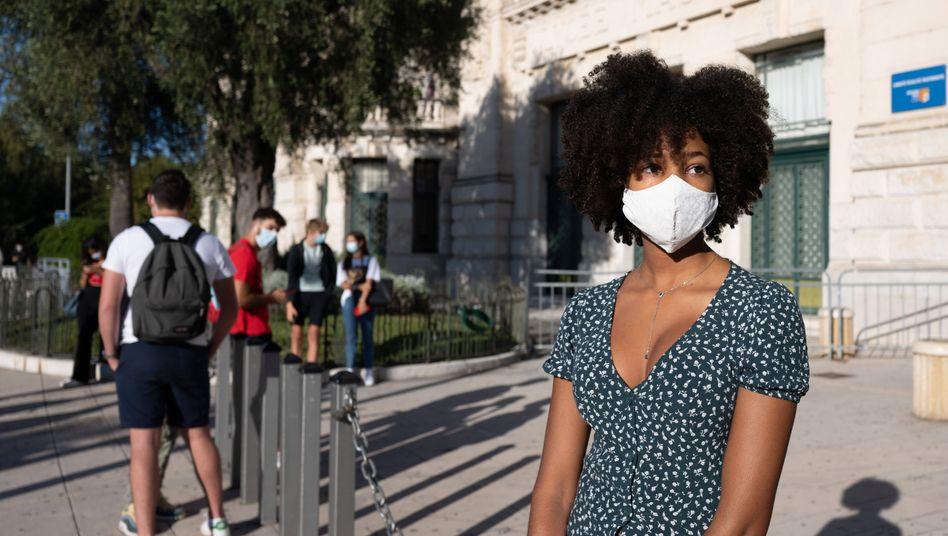Schulbeginn in Nizza: Mit Maske
