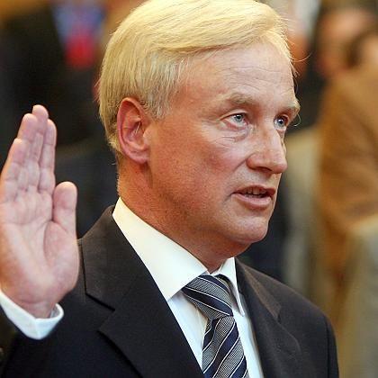 Hamburgs Erster Bürgermeister Ole von Beust (beim Amtseid): Lässt politische Zukunft offen