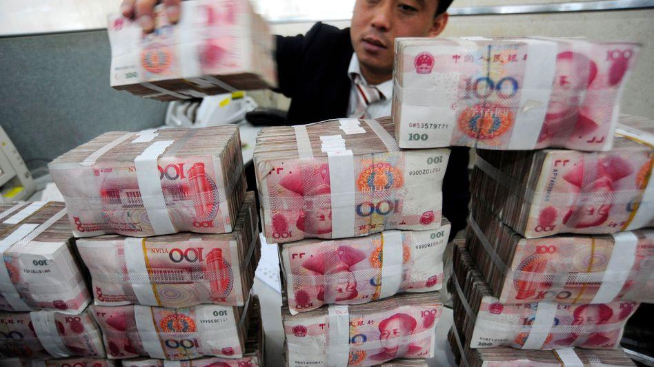 Geldbündel in der Bank of China: Der Yuan steht weltweit nur auf Platz 16