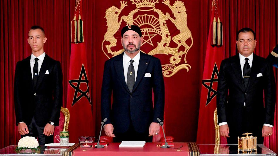 Das marokkanische Königshaus, in der Mitte König Mohammed VI. (Archivaufnahme)