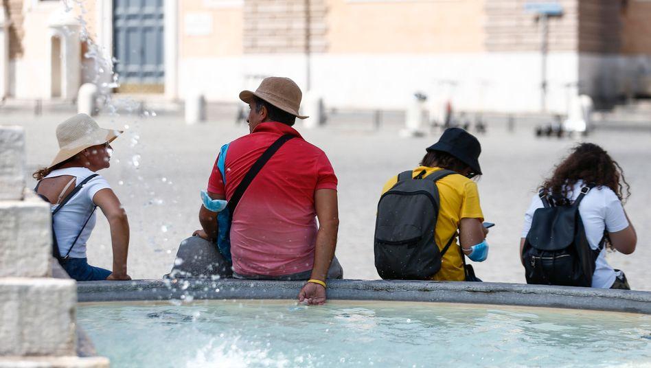 Touristen im August in Rom
