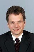 Muß sich mit größeren Schwierigkeiten als erwartet herumschlagen: Der finnische Finanzminister Sauli Niinistö