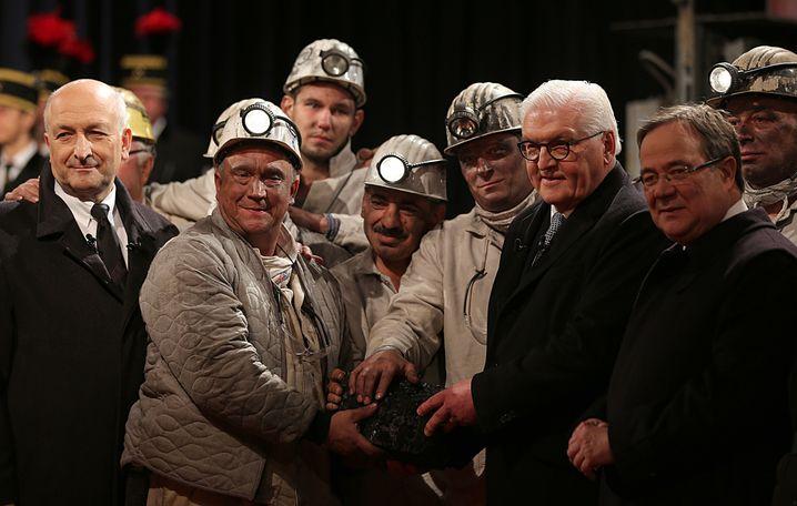 Armin Laschet (rechts) bei der Förderung der letzten Steinkohle in Bottrop