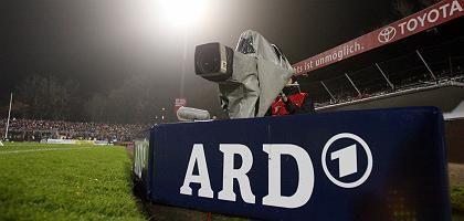 ARD-Sportschau: Fernsehkamera bei einem Spiel in Hamburg (Archiv)