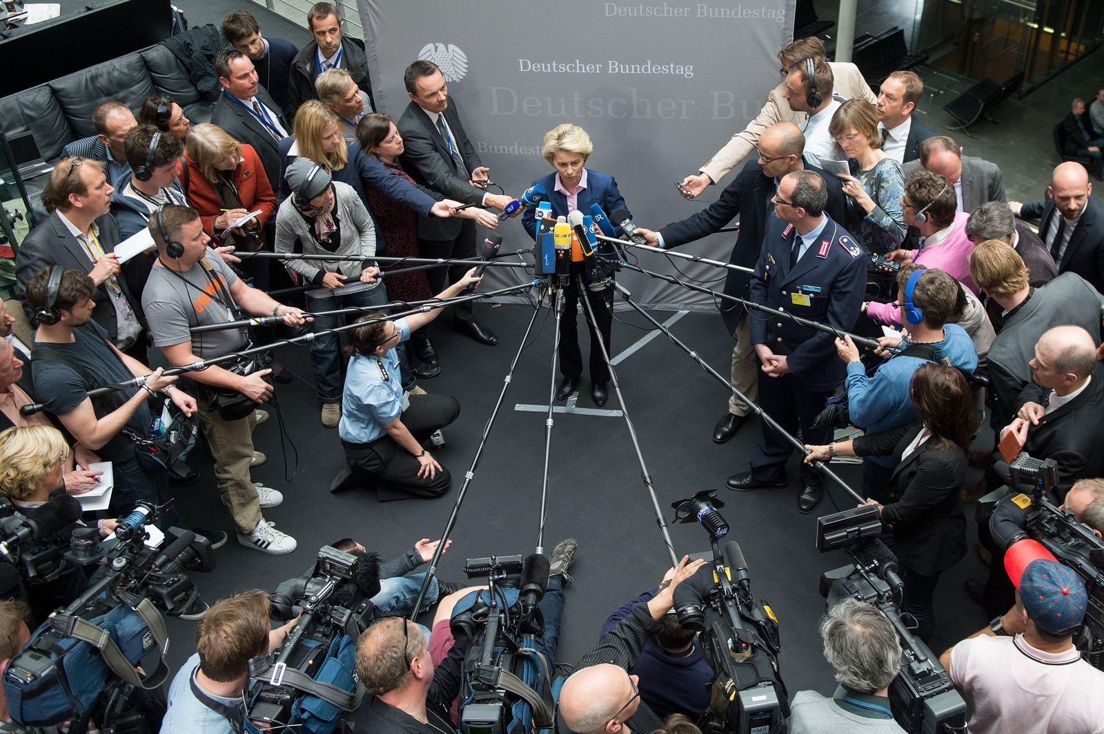 Ursula von der Leyen vor der Presse
