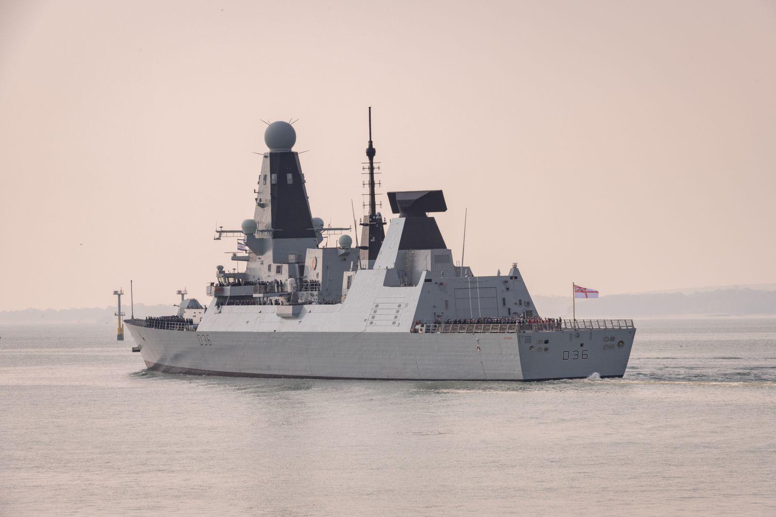 Auf dem Weg ins Mittelmeer: Die Carrier Strike Group um den Flugzeugträger HMS Queen Elizabeth verlässt den Hafen von Portsmouth