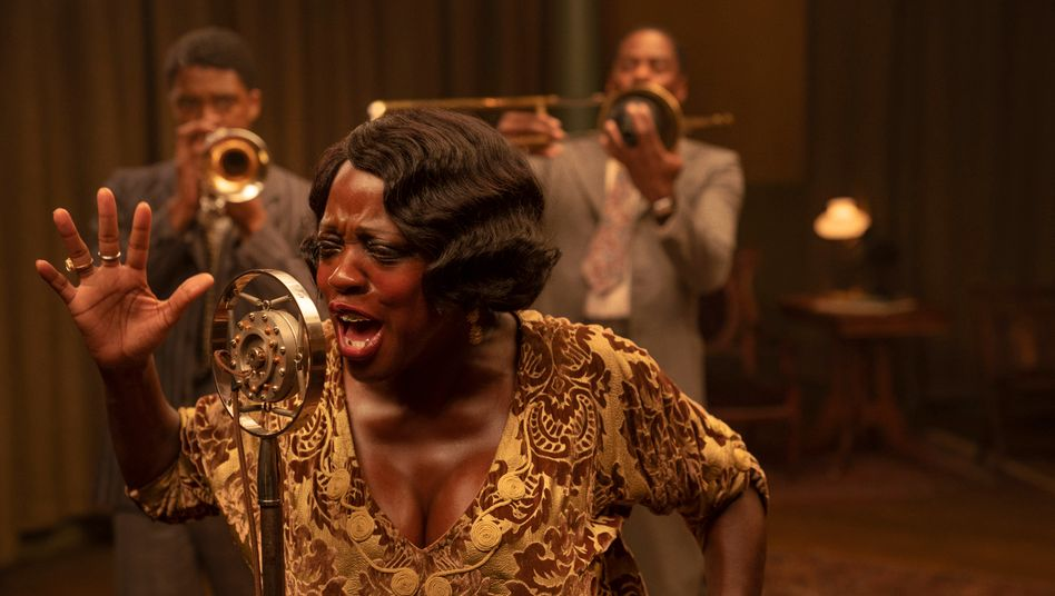 Viola Davis und Chadwick Boseman (hinten) in »Ma Rainey's Black Bottom«
