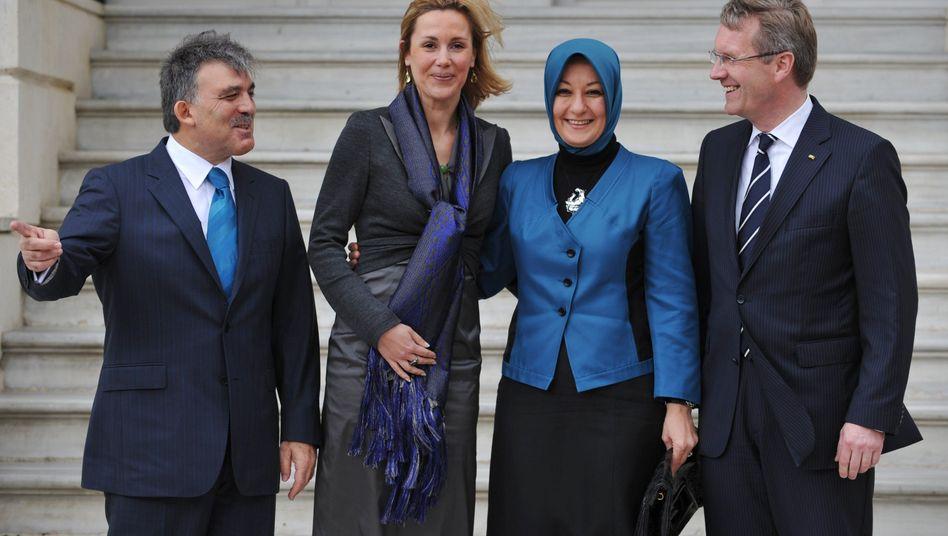 Staatsempfang: Präsident Gül und seine Frau (2.v.r.) treffen das deutsche Präsidentenpaar