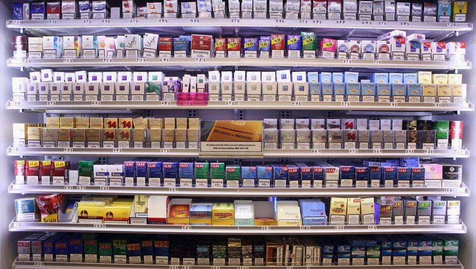 """Zigarettenauslage in London: """"Nur Fälscher und Schmuggler profitieren"""""""