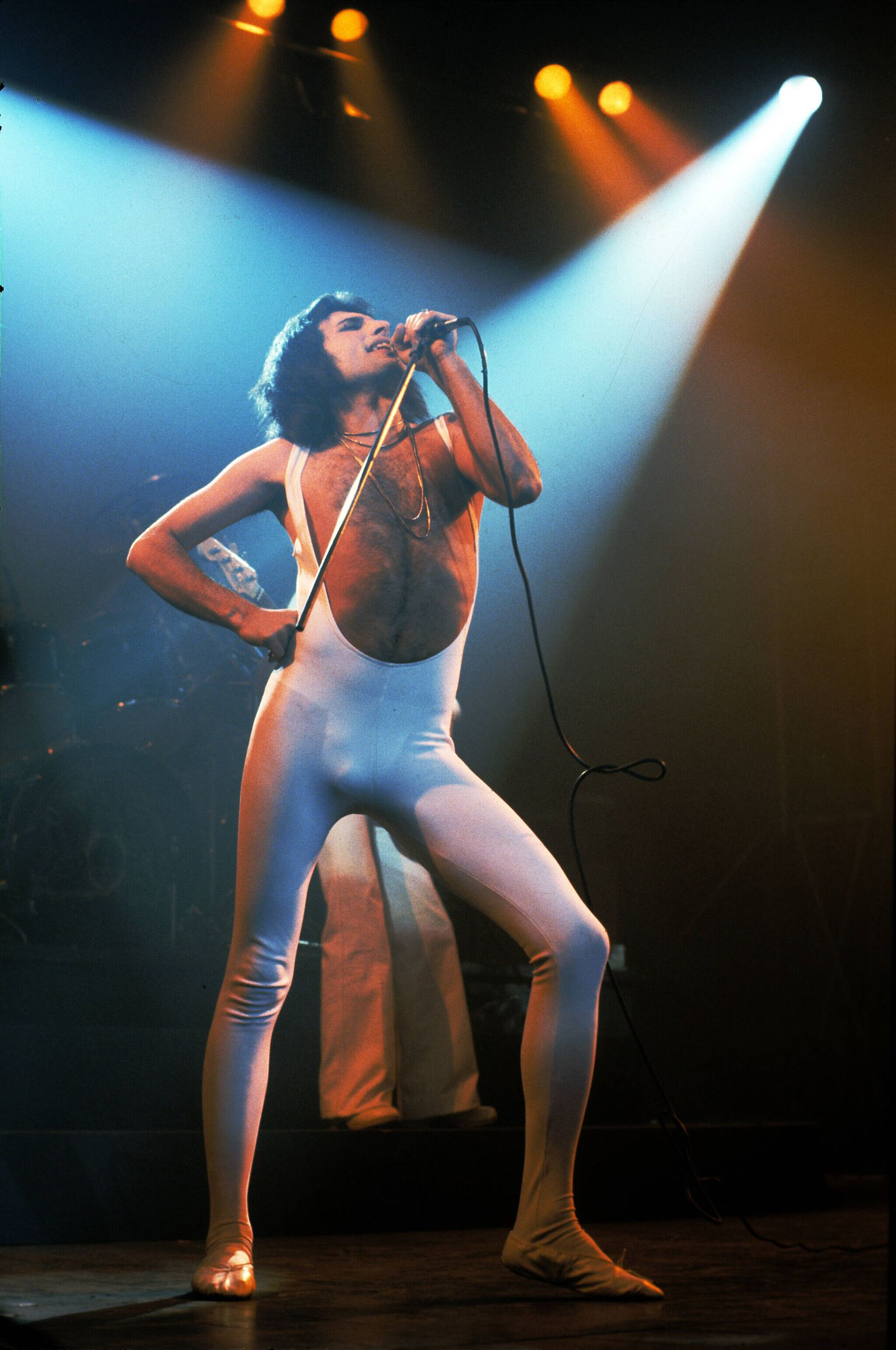 Freddie Mercury Freddie Mercury of Queen performs in London in 1976 PUBLICATIONxINxGERxSUIxAUTxONLY Copyright: xAnwarxHu