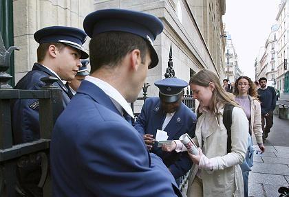 Den Ausweis bitte: Zutritt nur für Studenten und Sorbonne-Mitarbeiter