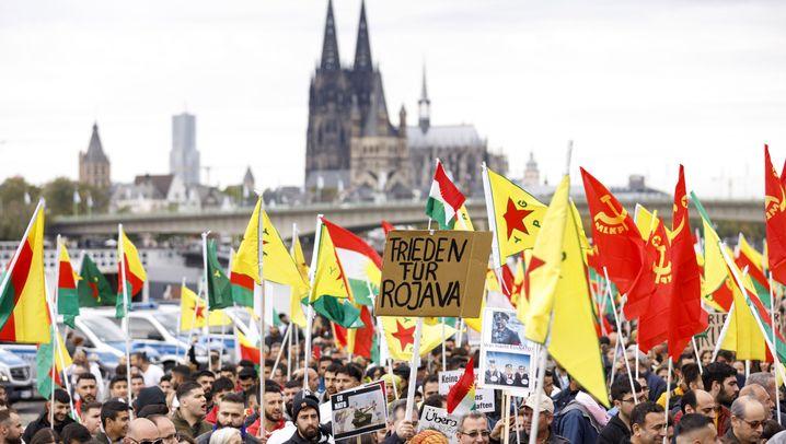 Köln: Tausende demonstrieren gegen türkische Militäroffensive