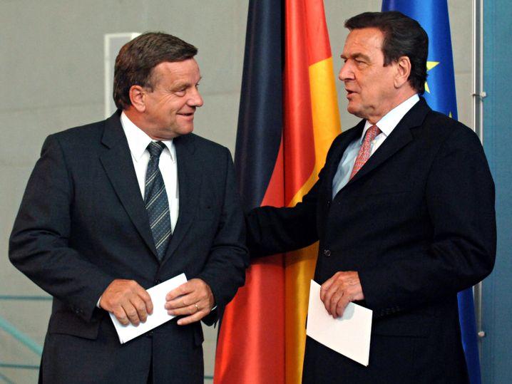 Schröder und Mehdorn am 24. Juni 2005 auf einer Pressekonferenz im Kanzleramt in Berlin