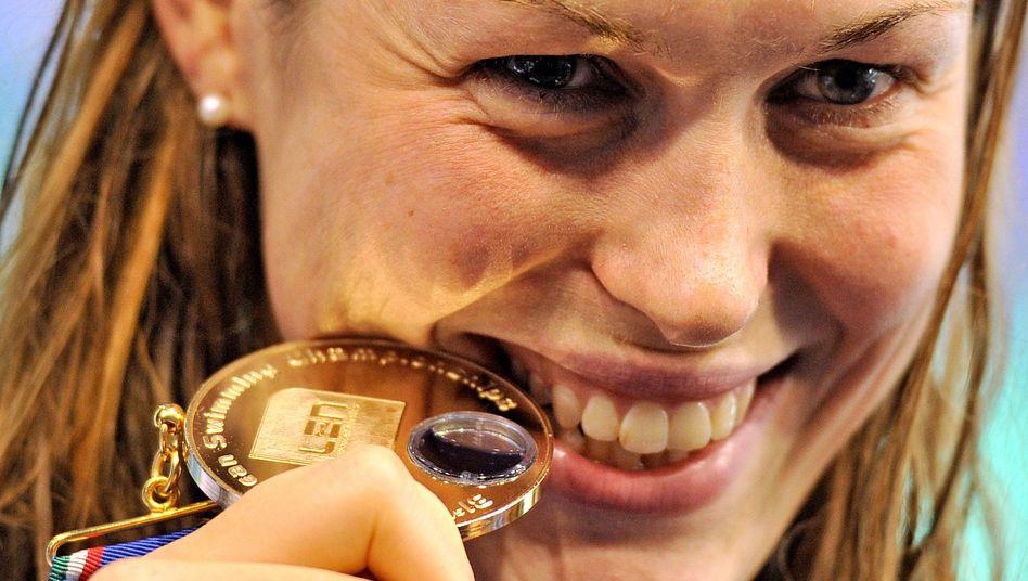 Schwimmerin Mensing: Goldmedaille über 200 Meter Rücken