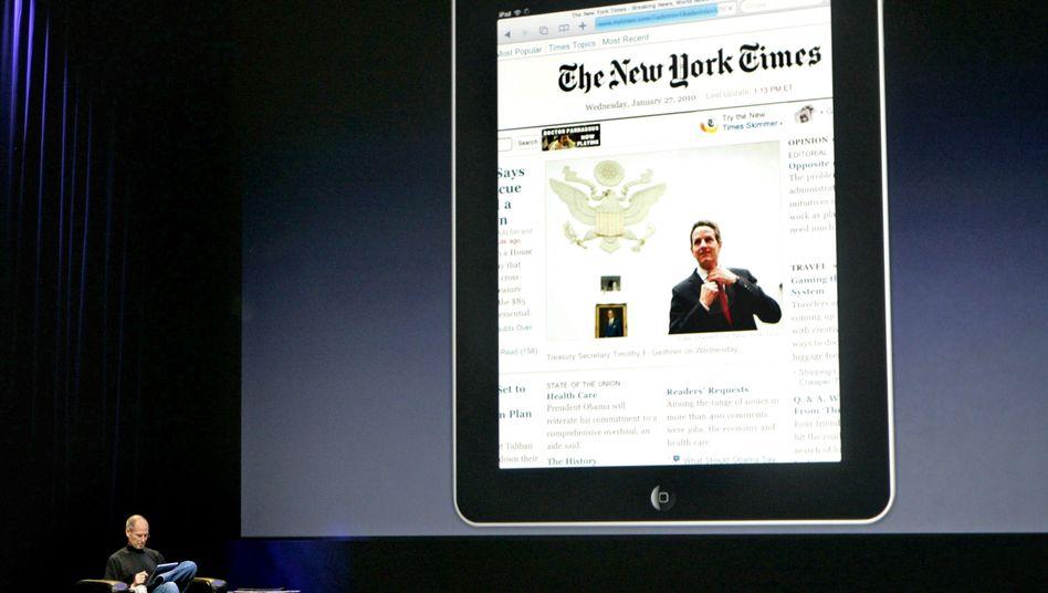 "Apple-Boss: Steve Jobs liest die ""New York Times"" auf dem iPad"