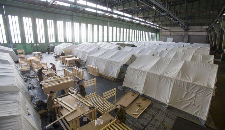 Bundeswehr-Soldaten im Tempelhof-Hangar in Berlin