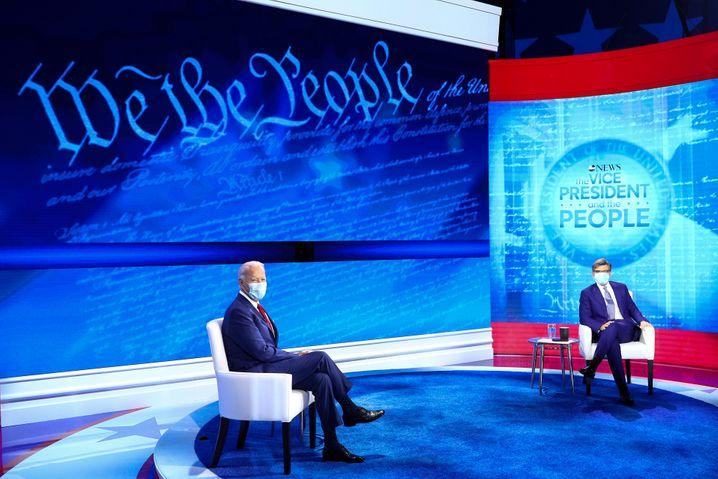 Staatstragend: Biden und Moderator George Stephanopoulos in Philadelphia