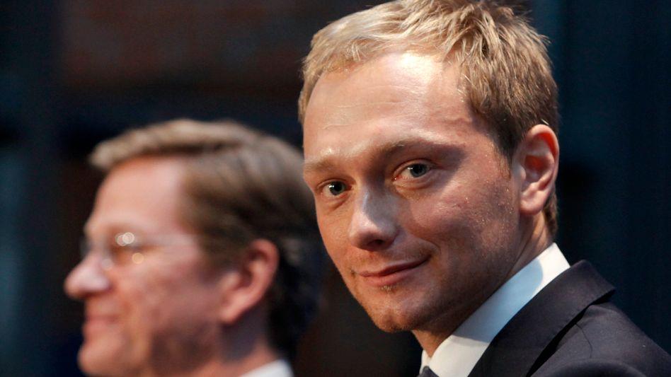 FDP-Chef Westerwelle und Generalsekretär Lindner (r.): Demokratie in Gefahr