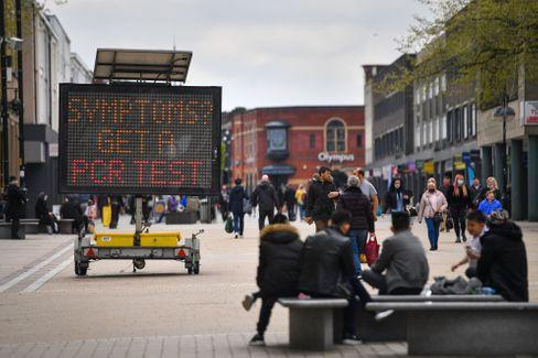 Infotafel im englischen Bolton: Viele Briten klagen über Erschöpfung und andere Long-Covid-Symptome