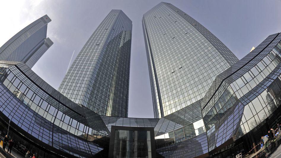 Deutsche-Bank-Zentrale in Frankfurt am Main: 128 Milliarden auf eine positive Entwicklung des US-Häusermarktes gesetzt