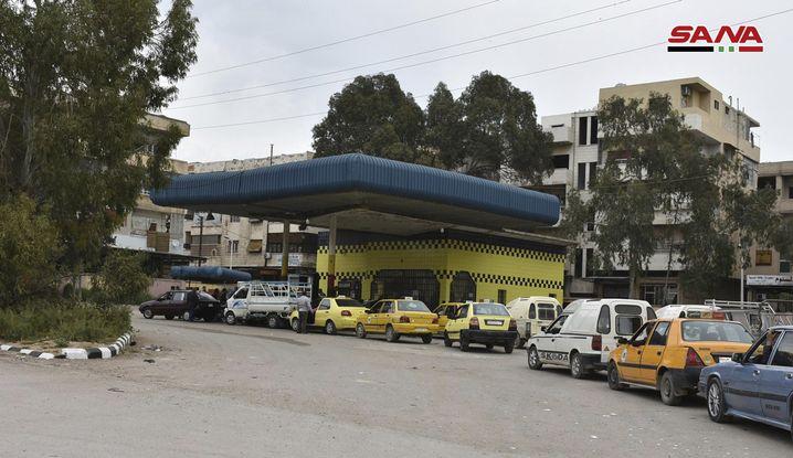Schlange vor Tankstelle in Daraa (April 2019): Staatsmedien berichten über Proteste
