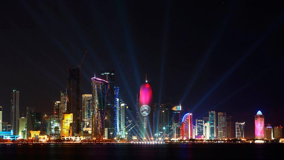 Katars Hauptstadt Doha: Glitzerfassade - aber teils härteste Arbeitsbedingungen