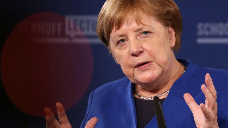 Bundeskanzlerin Angela Merkel verteidigt ihre Flüchtlingspolitik