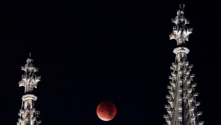 Himmelsspektakel: Der Blutmond ist aufgegangen
