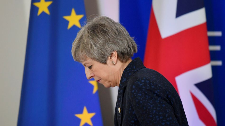 """Theresa May: """"Wie viel mehr kann sie aushalten?"""", fragt am Donnerstag der britische """"Daily Express"""""""