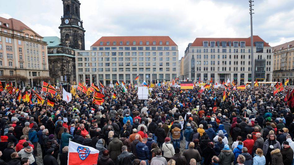 Pegida-Anhänger in Dresden: Angebot des Dialogs